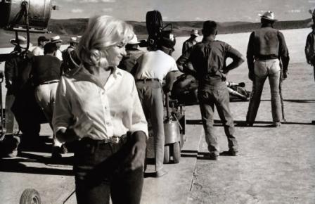 Мерилин Монро фото в джинсах